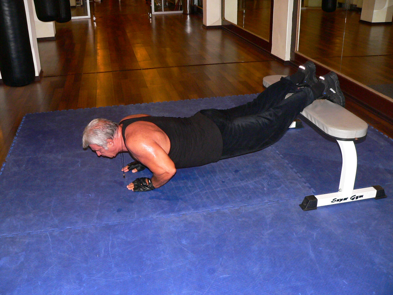 Push Up Legs On The Bench Close Grip