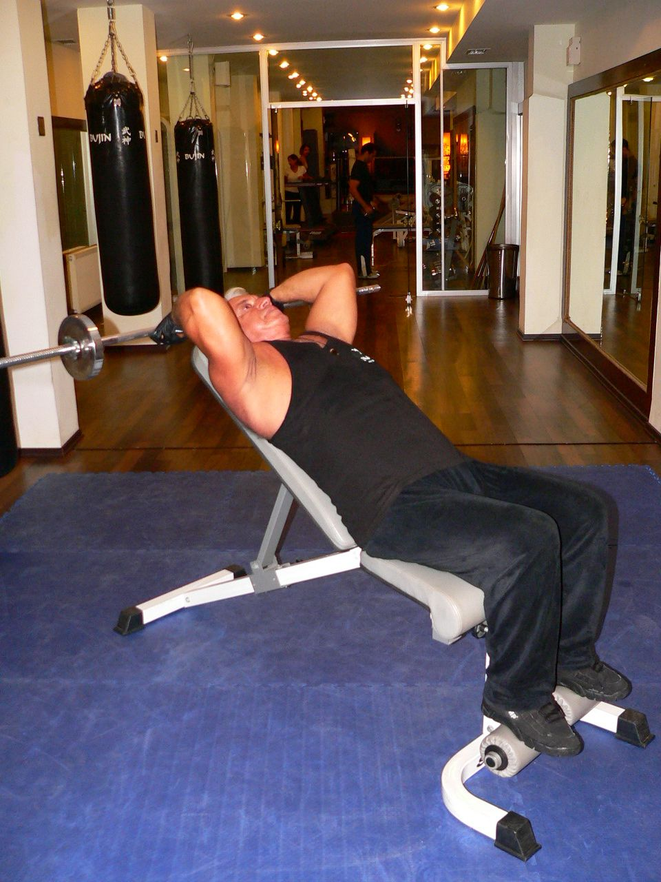 Incline Bench Barbell Triceps Extension