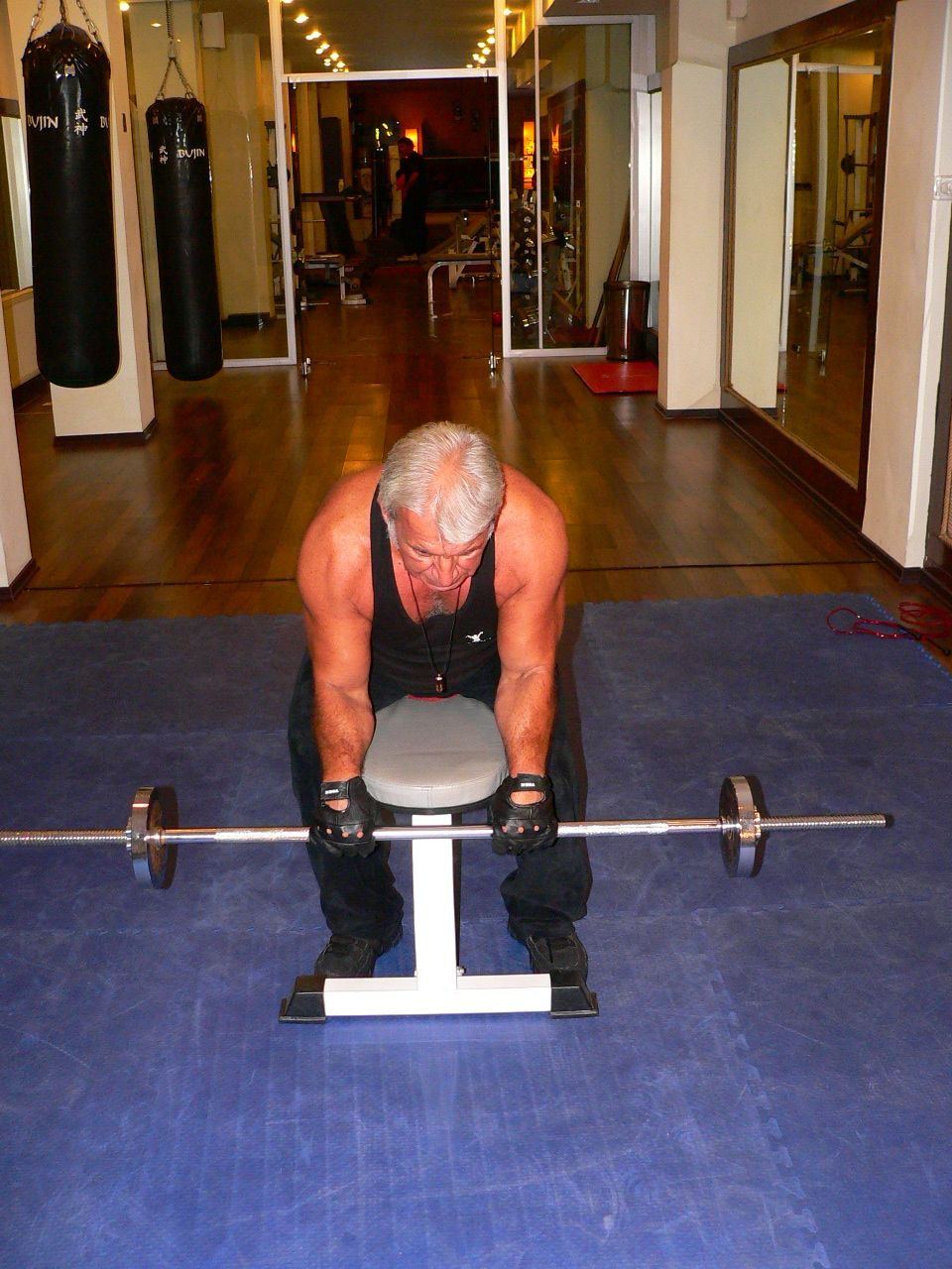 Seated Barbell Reverse Wrist Curl On The Bench